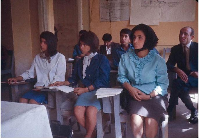 Afganistan, anni '60. Donne senza velo prima dei talebani.